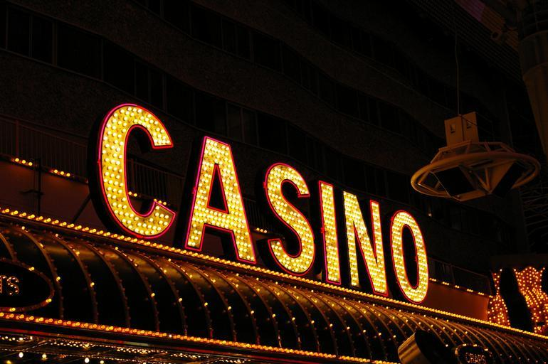 5 Advantages of Playing at Online Casinos