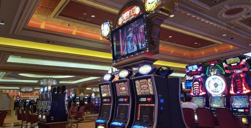 Find The Difference Between Physical Casinos and Situs Poker Online Malaysia